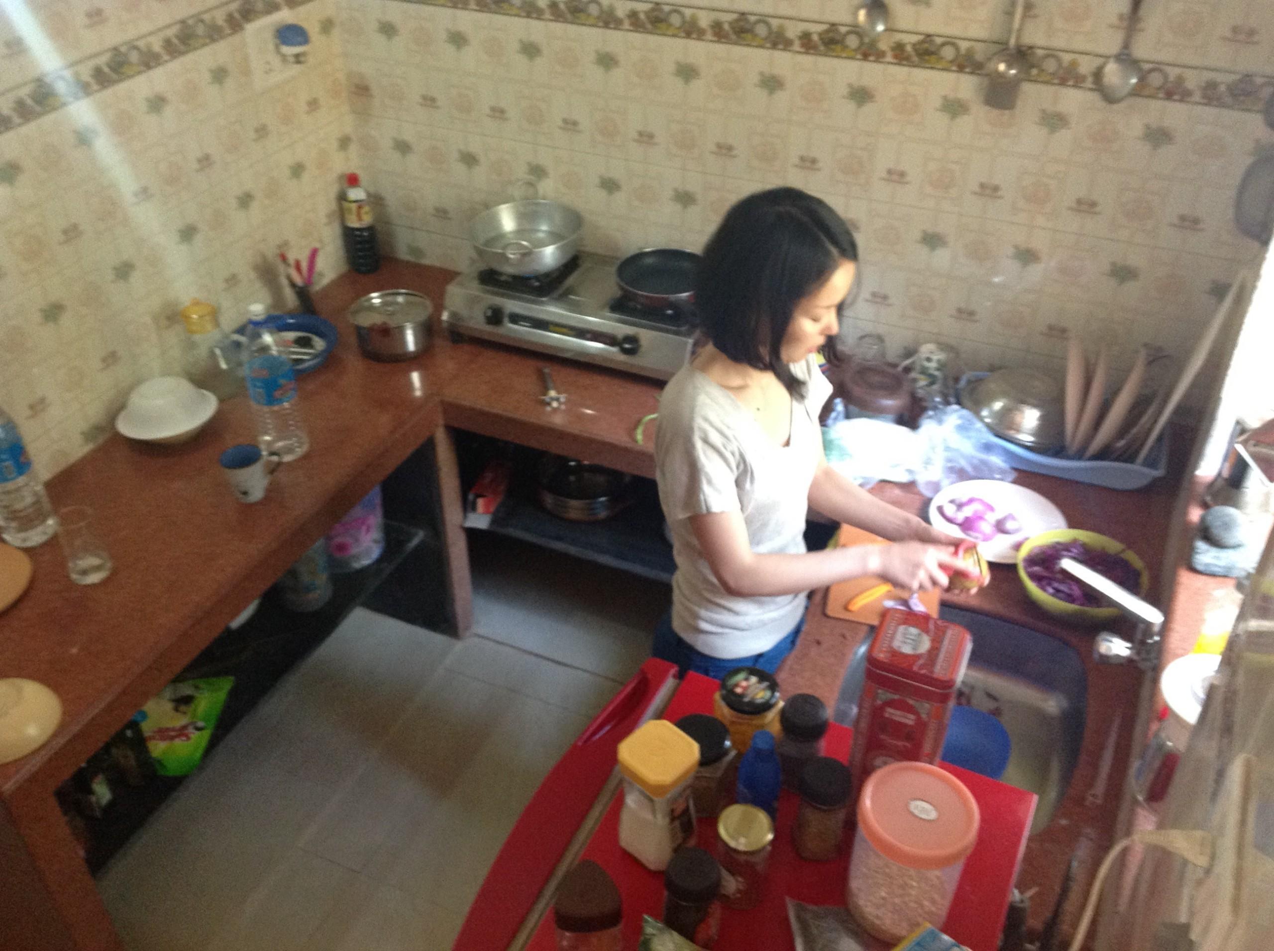 ベジタリアンにはまって、教えてもらったインド家庭料理で夕飯の支度をしてた。